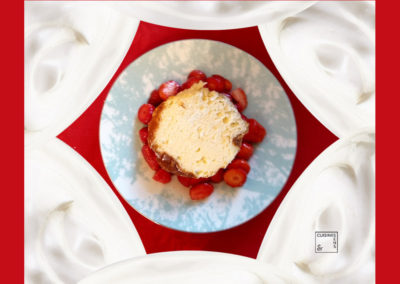 Gâteau blanc géranium Bourbon et ses fraises